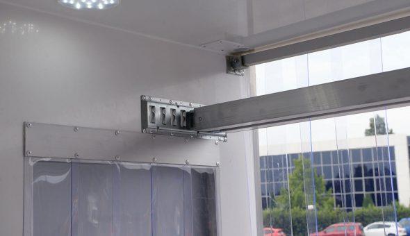 Allestimenti furgoni frigo isotermici isolamento porte aperte