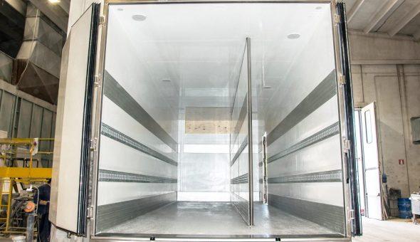 Dettaglio paratia van furgone frigo isotermico