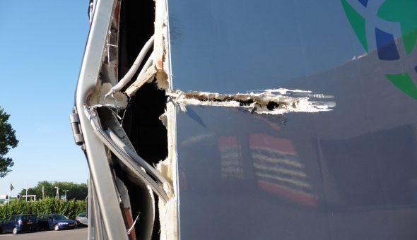Dettaglio danno angolo posteriore furgone
