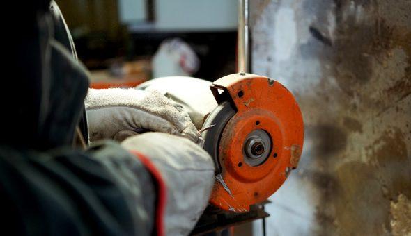Dettaglio riparazione officina