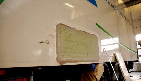 Riparazione pannello parete laterale furgone
